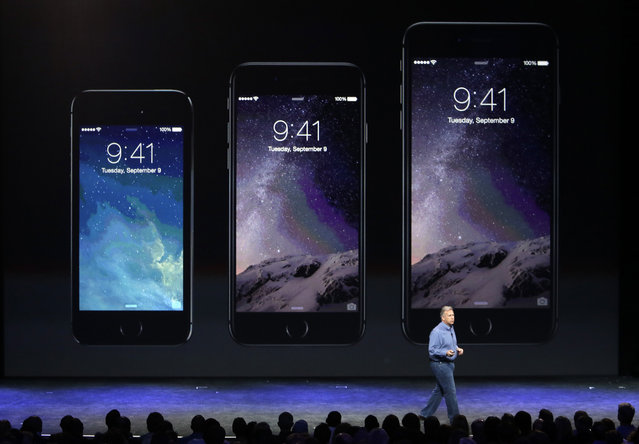 Phil Schiller, Apple's senior vice president of worldwide product marketing, discusses the new iPhone 6, center, and iPhone 6 plus, right, on Tuesday, September 9, 2014, in Cupertino, Calif. (Photo by Marcio Jose Sanchez/AP Photo)