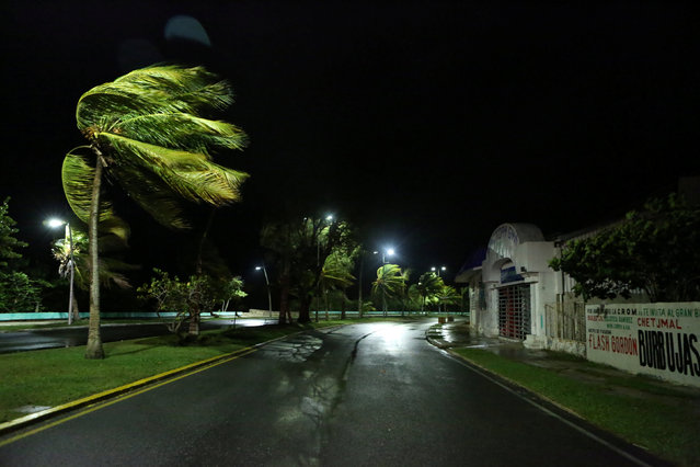 A deserted street is seen as Hurricane Earl was making landfall on the shores of Belize on Thursday, in the beach resort of Chetumal, Mexico, August 4, 2016. (Photo by Lorenzo Hernandez/Reuters)