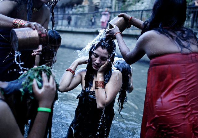 Nepalese women take a traditional holy purifying bath in the Bagmati River as they mark the Rishi Panchami festival in Kathmandu, Nepal, 18 September 2015. During the Rishi Panchami festival Nepalese women worship Sapta Rishi (seven saints) asking forgiveness for their sexual and religious sins committed during their monthly bleeding periods throughout the year. (Photo by Narendra Shrestha/EPA)