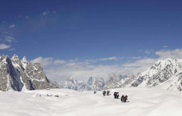 Trekkers and porters hike down the Baltoro glacier in the Karakoram mountain range in Pakistan September 7, 2014. (Photo by Wolfgang Rattay/Reuters)