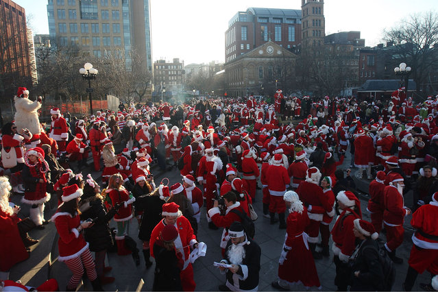 New Yorkers dressed as Santa Claus gather in Washington Square Park during the annual Santacon event December 12, 2009 in New York City. Santacon is a mass gathering of revelers dressed as Santa who take to the streets in cities across the country before Christmas. (Photo by Mario Tama/Getty Images)