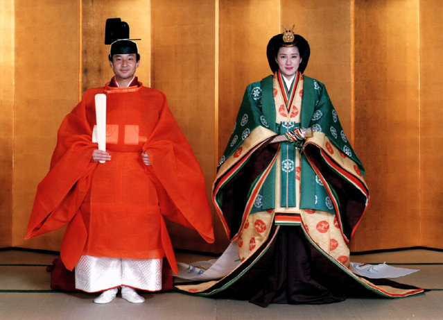 Japan's Crown Prince Naruhito and bride Masako in Sokutai and Juni-Hitoe wearing formal ancient ritual robes for their June 1993 wedding. (Photo by Reuters/Stringer)