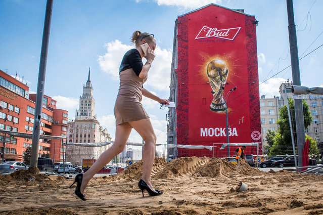 A woman with high heels walks on a sidewalk which is renovated on August 10, 2017 in downtown Moscow, as the city continues with preparations for next year's FIFA World Cup. (Photo by Mladen Antonov/AFP Photo)