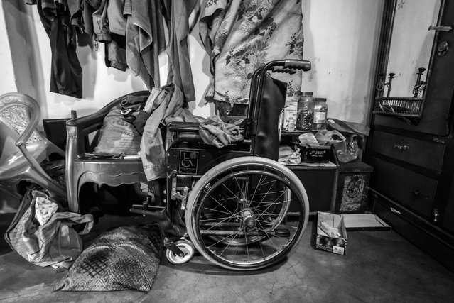 Unnati's wheelchair, 6 years old, in the Mahamai Ka Bagh neighborhood. Unnati was born to parents contaminated by a carcinogenic and mutagenic water supply. (Photo by Giles Clarke/Getty Images)