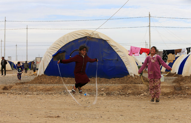 Displaced Iraqi children, who fled the Islamic State stronghold of Mosul, play at Khazer camp, Iraq December 5, 2016. (Photo by Alaa Al-Marjani/Reuters)