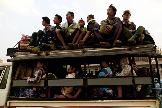 A vehicle carrying refugees from Laukkai arrives to a temporary refugee camp at a monastery in Lashio February 19, 2015. (Photo by Soe Zeya Tun/Reuters)