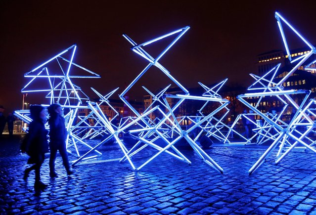Children watch an artistic light installation in the Brussels' canal district during the Bright Brussels Festival in Brussels, Belgium February 4, 2017. (Photo by Francois Lenoir/Reuters)