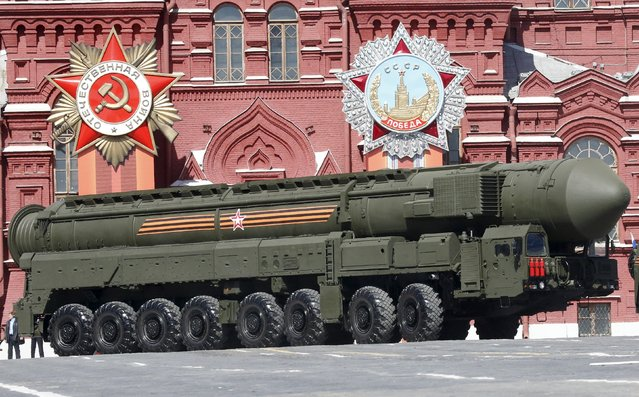 A Russian Yars RS-24 intercontinental ballistic missile system drives during a rehearsal for the Victory Day parade in Red Square in central Moscow, Russia, May 7, 2015. (Photo by Grigory Dukor/Reuters)
