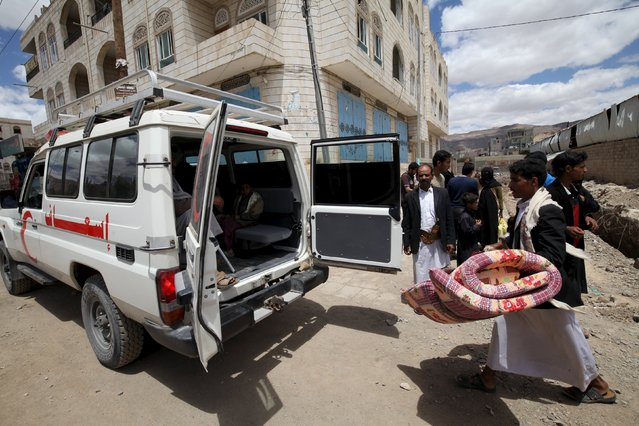 A Yemen Red Crescent vehicle takes displaced people to a another safe shelter after they lived for a few days in an underground water tunnel, after they were forced to flee their homes due to ongoing air-strikes carried out by the Saudi-led coalition in Sanaa May 2, 2015. (Photo by Mohamed al-Sayaghi/Reuters)