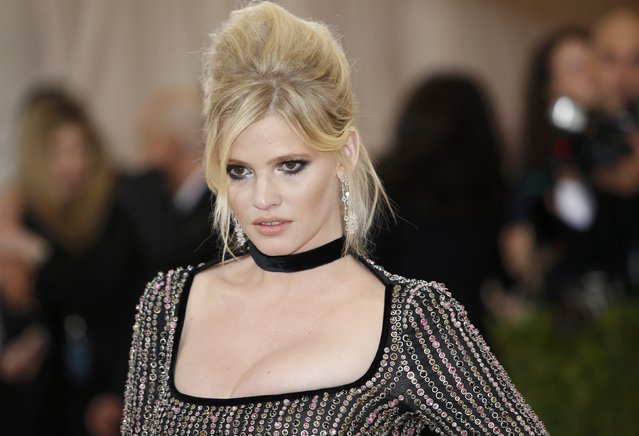 """Model Lara Stone arrives at the Metropolitan Museum of Art Costume Institute Gala (Met Gala) to celebrate the opening of """"Manus x Machina: Fashion in an Age of Technology"""" in the Manhattan borough of New York, May 2, 2016. (Photo by Eduardo Munoz/Reuters)"""