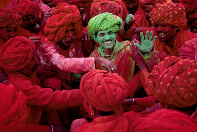 Villagers participating in the Holi Festival, Rajasthan, India, 1996. (Photo by Steve McCurry)
