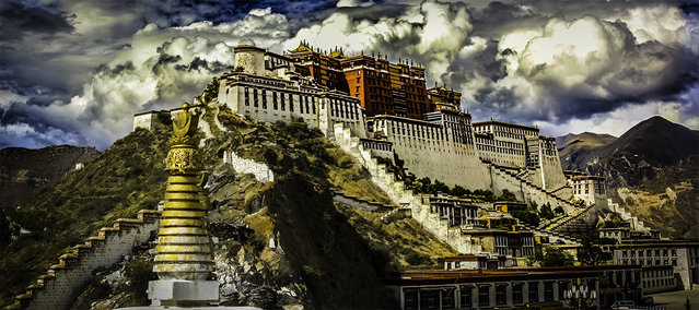 Potala Palace In Tibetan