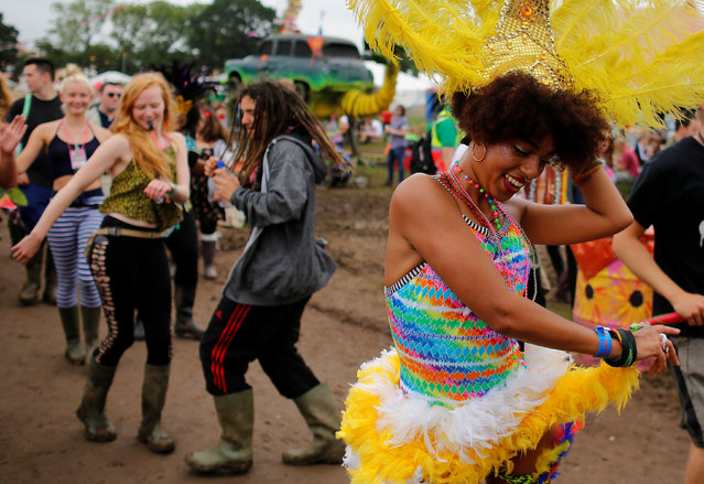 Revellers dance during the Glastonbury Festival at Worthy Farm in Somerset, Britain June 23, 2016. (Photo by Stoyan Nenov/Reuters)