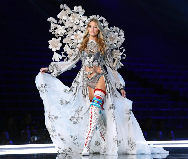 Martha Hunt presents a creation during the 2017 Victoria's Secret Fashion Show in Shanghai, China, November 20, 2017. (Photo by David Fisher/Rex Features/Shutterstock)