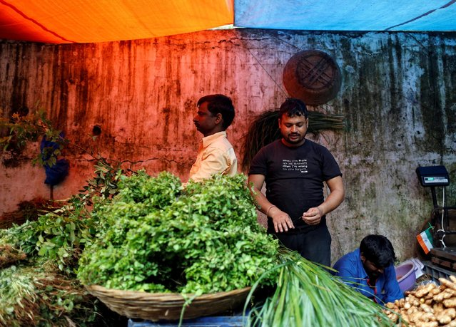Vendors work at a wholesale vegetable market in Mumbai, India, August 16, 2016. (Photo by Danish Siddiqui/Reuters)