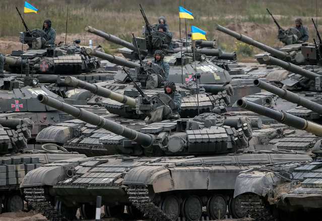 Tank crew are seen as they take part in a military exercise in the training centre of Ukrainian Ground Forces near Goncharivske in Chernihiv region, Ukraine, September 10, 2016. (Photo by Gleb Garanich/Reuters)