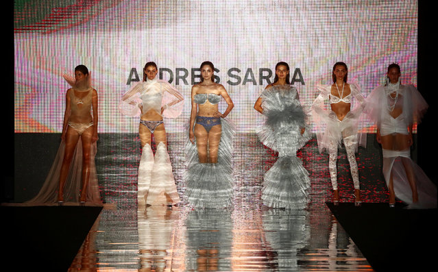 Models present creations by designer Andres Sarda during the Mercedes Benz Fashion Week amid the coronavirus disease (COVID-19) outbreak in Madrid, Spain, September 10, 2020. (Photo by Sergio Perez/Reuters)