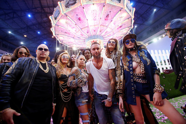 German designer Philipp Plein (C) poses with U.S. singer Fergie (4th L) and model Paris Hilton (3rd L) at the end of his fashion show during Milan Fashion Week Spring/Summer 2017 in Milan, Italy, September 21, 2016. (Photo by Alessandro Garofalo/Reuters)