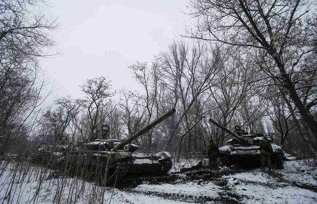Pro-Russian separatists stand next to tanks on the outskirts of Horlivka, eastern Ukraine February 10, 2015. (Photo by Maxim Shemetov/Reuters)