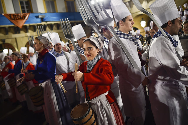 """""""Tamborilleros"""" wearing their uniforms take part in the opening ceremony of the main day of the traditional """"La Tamborrada"""" of San Sebastian feasts in the Basque city of San Sebastian, northern Spain, Wednesday, January 20, 2016. (Photo by Alvaro Barrientos/AP Photo)"""