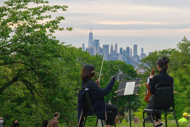 """Musicians of the New York Philharmonic perform during Death of Classical's new """"The Angel's Share"""" season rehearsal at Green-Wood Cemetery on June 2, 2020 in New York City. (Photo by Angela Weiss/AFP Photo)"""