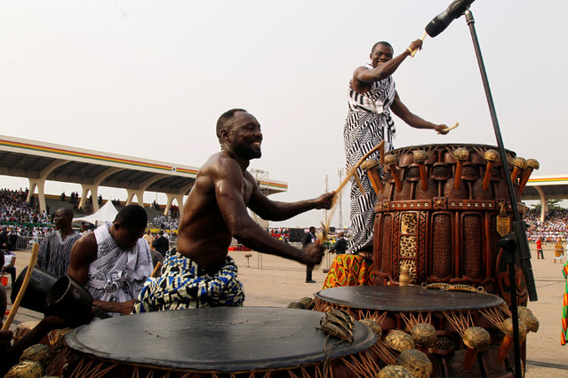 Drummers beat their drums during the swearing-in of the Ghanian President Nana Akufo-Addo at the Independence square in Accra, Ghana January 7, 2017. (Photo by Luc Gnago/Reuters)