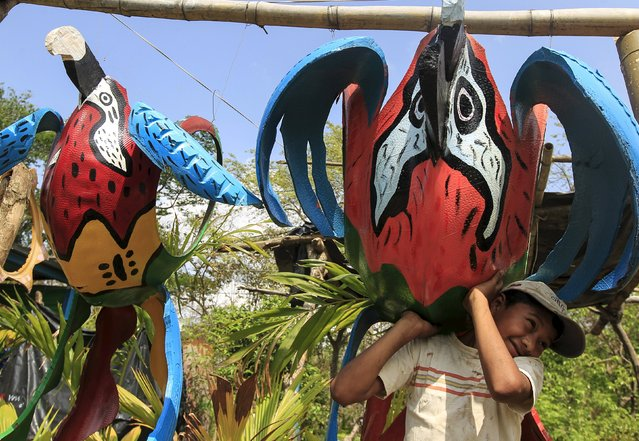 Carlos Salazar (10), places bird figurines made of recycled tyres in a shop located on the Panamerican highway near Catarina town May 7, 2015. (Photo by Oswaldo Rivas/Reuters)