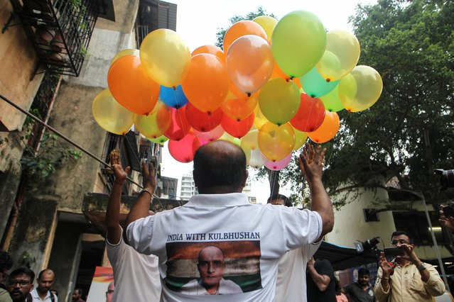 People celebrate after the issue of a verdict in the case of Indian national Kulbhushan Jadhav by International Court of Justice, in Mumbai, July 17, 2019. (Photo by Prashant Waydande/Reuters)