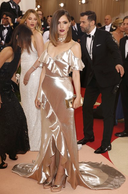 """Actress Rose Byrne arrives at the Metropolitan Museum of Art Costume Institute Gala (Met Gala) to celebrate the opening of """"Manus x Machina: Fashion in an Age of Technology"""" in the Manhattan borough of New York, May 2, 2016. (Photo by Lucas Jackson/Reuters)"""
