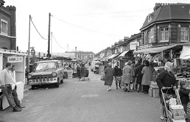 Queen's Road Market in the London borough of Newham, circa 1970. (Photo by Steve Lewis/Getty Images)