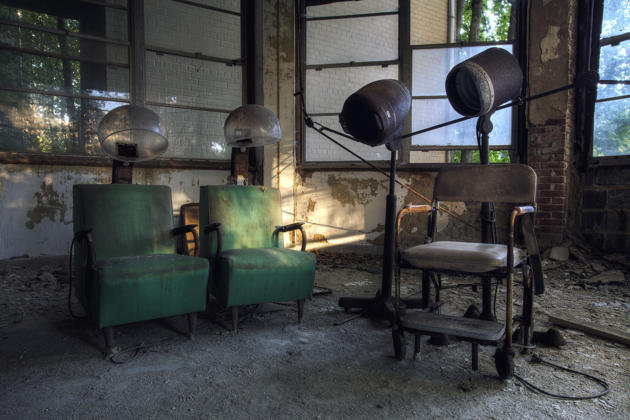 "Salon equipment inside a sanatorium in New York. Daniel said: ""We visited five states and several major cities, from New York City to Pittsburgh. It got pretty wild at times, so much so that in the more destitute areas, our guide carried a Glock"". (Photo by Daniel Barter/Caters News)"