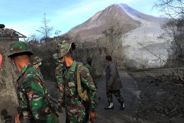 Indonesian soldiers search an area following a deadly eruption of Mount Sinabung volcano in Gamber Village, North Sumatra, Indonesia May 22, 2016 in this photo taken by Antara Foto. (Photo by Irsan Mulyadi/Reuters/Antara Foto)