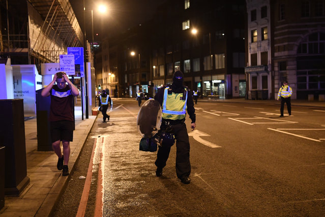 Police officers clear the area near Borough market at London Bridge on June 3, 2017 in London, England. Police have responded to reports of a van hitting pedestrians on London Bridge in central London. (Photo by Carl Court/Getty Images)