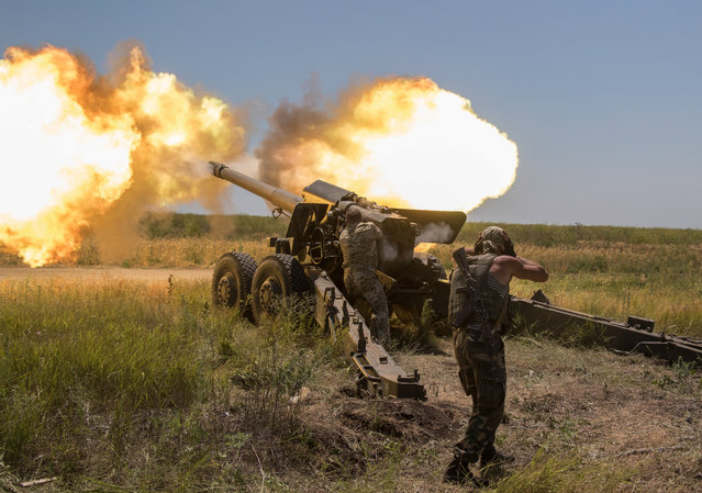 Ukrainian servicemen fire a 152 mm 2A36 Giatsint-B (M1976) 152-mm towed gun during a military exercise on a shooting range near  Mariupol, Ukraine, 30 June 2017. The OSCE Special Monitoring Mission (SMM) to Ukraine evacuated its office from the town of Popasna in Luhansk region on 30 June, due to the militant shelling according to the Ukrainian side of the Joint Centre for Control and Coordination report. (Photo by Sergey Vaganov/EPA)
