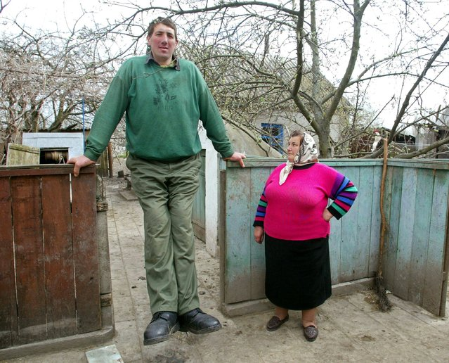 Ukraine's Leonid Stadnyk, who stands at a height of 2.53 metres (eight feet four inches) and may be considered the world's tallest living man, near his house in the village of Podolyantsi in Ukraine's Zhytomyr region, about 200 km (124 miles) from the capital Kiev, 2005. (Photo by Reuters/STR New)