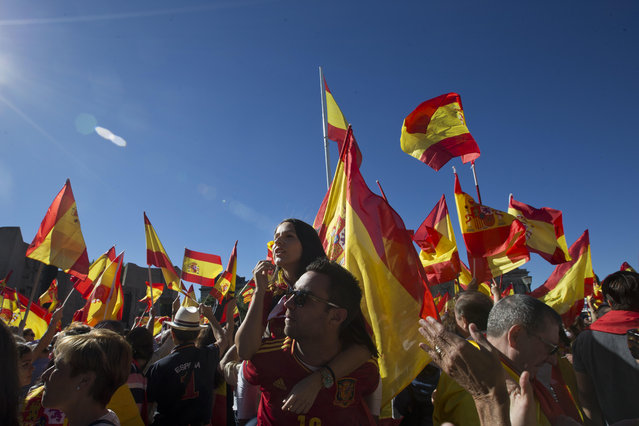 Spaniards pack  Colon Square in Madrid, Spain, Saturday, October 7, 2017. Thousands of pro-Spanish unity supporters donning Spanish flags have rallied in a central Madrid plaza to protest the Catalan regional government's drive to separate from Spain. (Photo by Paul White/AP Photo)