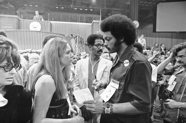 Democratic National Convention delegates Shirley MacLaine of California and Jesse Jackson of Illinois talk on the convention floor, July 12, 1972 in Miami Beach, Fla. (Photo by AP Photo)