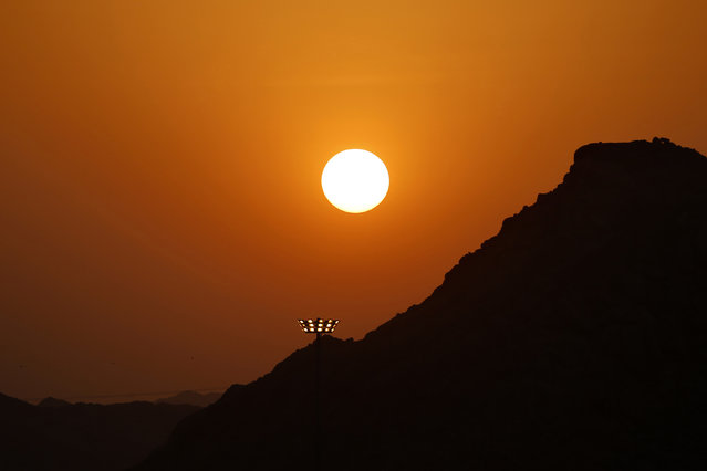 Sunset over seen over Namirah mosque on the plains of Arafat during the annual haj pilgrimage, outside the holy city of Mecca October 3, 2014. (Photo by Muhammad Hamed/Reuters)