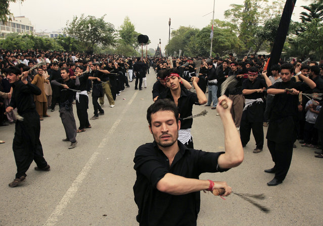 Pakistani Shi'ite Muslim men flagellate themselves during a Muharram procession in Islamabad November 3, 2014. (Photo by Faisal Mahmood/Reuters)