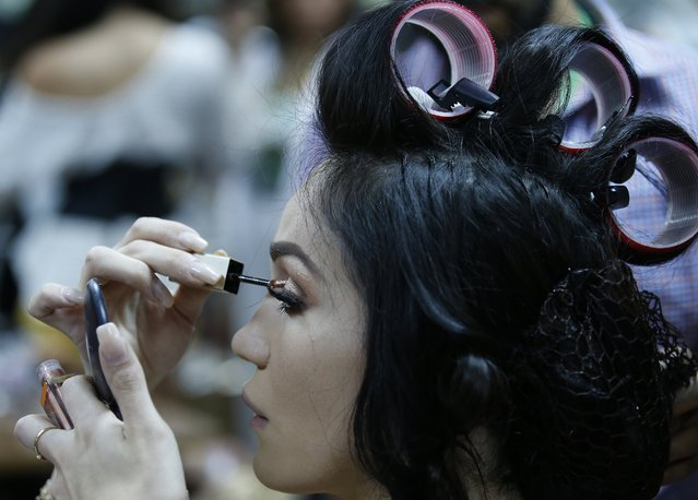 Contestant prepare backstage during the annual transgender beauty contest of Miss International Queen 2018 at Pattaya city, in Chonburi province, Thailand, 09 March 2018. (Photo by Narong Sangnak/EPA/EFE)