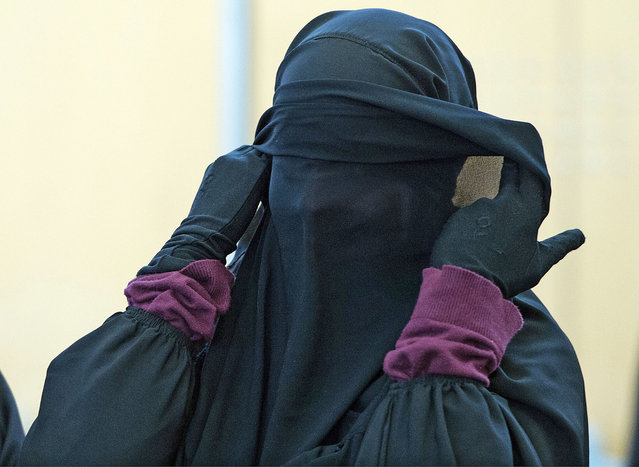 Veiled defendant Jennifer Vincenza M waits for the beginning of her trial on January 21, 2015 in Duesseldorf, western Germany. A trial against two woman and a man accused of funding the Islamic State group started at Duesseldorf's Higher Regional Court. (Photo by Federico Gambarini/AFP Photo)