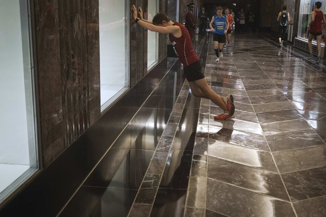 A member of the Men's Elite class stretches before the start of the 38th Annual Empire State Building Run-Up in the Manhattan borough of New York February 4, 2015. (Photo by Carlo Allegri/Reuters)