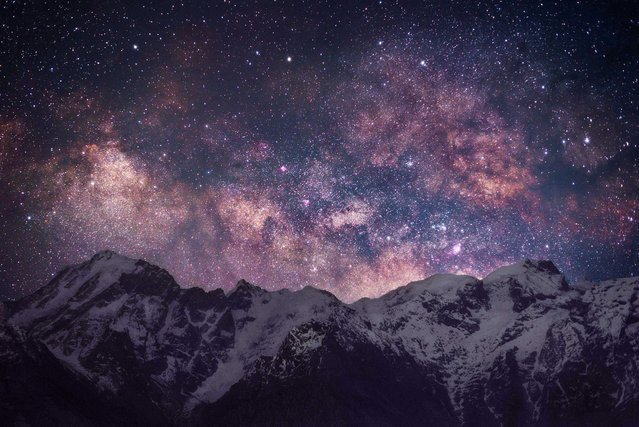 The Tibetan night sky was captured in these beautiful images showing the stunning buildings and statues in the Himalayan mountains. Grey Chow, 33, traveled for two hours to get to the Spiti Valley to capture the starry backdrop along the isolated, deserted roads. The senior project engineer was able to take amazingly clear images thanks to the limited amount of pollution at the 4,500-foot (1371m) altitude. Here: The mountains that surround the town of Kalpa shown in an amazing nights sky view in the Spiti Valley, Himachal Pradesh, northern India. (Photo by Grey Chow/Caters News Agency)
