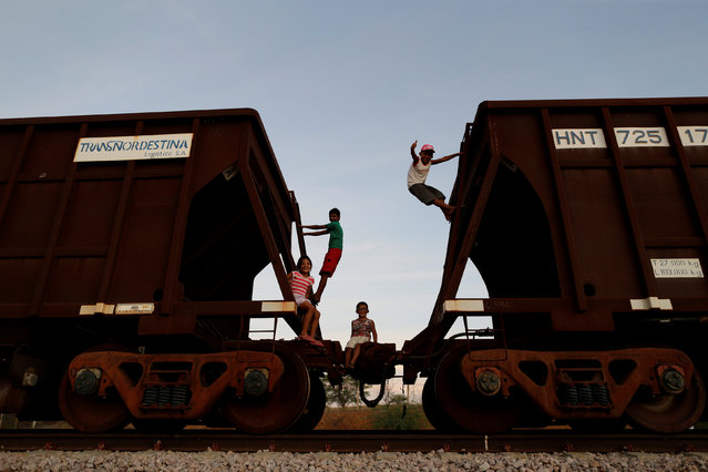 Children play on train wagons, along the route of the Transnordestina railway track, near Salgueiro, Pernambuco state, Brazil, October 26, 2016. (Photo by Ueslei Marcelino/Reuters)