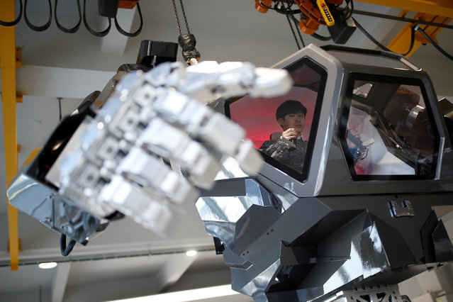"An employee controls the arms of a manned biped walking robot ""METHOD-2"" during a demonstration in Gunpo, South Korea, December 27, 2016. (Photo by Kim Hong-Ji/Reuters)"