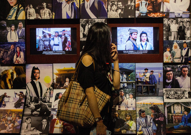A member of the public looks a memorabilia relating to the life and times of Chinese literary giant Louis Cha Leung-yung, a Hong Kong martial arts novelist who recently passed away at the age of 94, at the Jin Yong Gallery, Hong Kong Heritage Museum, Sha Tin, New Territories, Hong Kong, China, 01 November 2018. Louis Cha died on 30 October 2018 after a prolonged illness. Also known by his pen name Jin Yong, he was the world's most popular twentieth century Chinese writer. Louis Cha Leung-yung also founded the influential Ming Pao newspaper that still runs in Hong Kong to this day. (Photo by Alex Hofford/EPA/EFE)