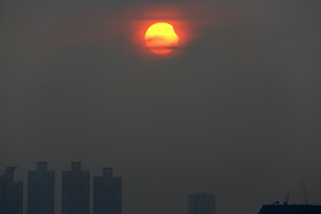 A partial solar eclipse is seen in Bangkok, Thailand, March 9, 2016. (Photo by Athit Perawongmetha/Reuters)