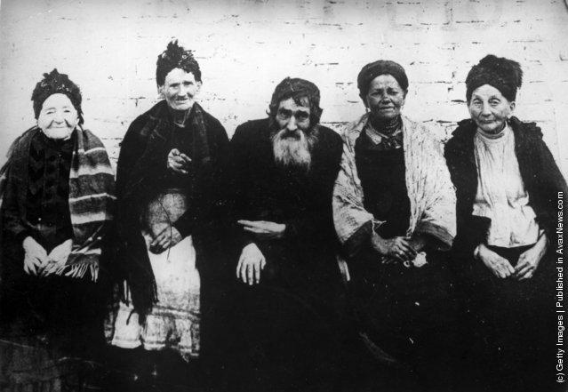 circa 1900:  Polish Jews