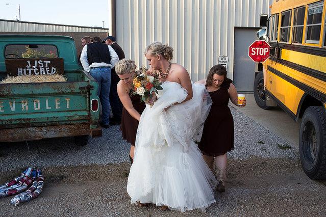 Kelly Freeman arrives at her wedding reception in Dubois, Kansas. (Photo by Markus Jokela/Reuters/Helsingin Sanomat/Courtesy of World Press Photo Foundation)