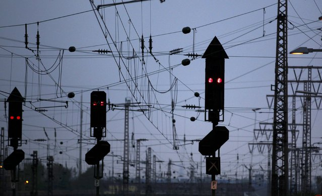 Traffic lights show red during a nationwide strike of Germany's train drivers' union GDL, at Essen's main railway station April 22, 2015. (Photo by Ina Fassbender/Reuters)
